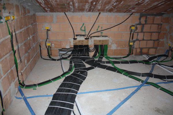 Realizzazione impianti elettrici civili e industriali - Impianti elettrici a vista per interni ...